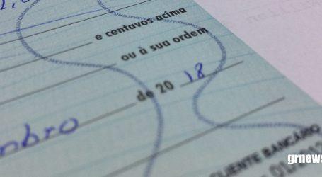 Clientes bancários que ainda utilizam cheques devem ficar atentos para não errar data