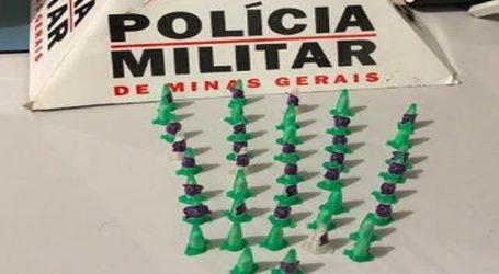 Mulher e dois homens suspeitos de tráfico foram presos com 42 pinos de cocaína em Pompéu