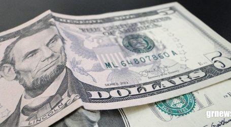 Dólar chega a R$ 3,73 e Bolsa fecha em ligeira alta