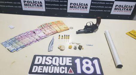 Suspeito de tráfico é preso com drogas e adolescente apreendido com revólver em Lagoa da Prata