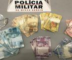 Casal suspeito de tráfico é preso na Vila Raquel com quase R$ 6 mil, maconha e material para embalar drogas
