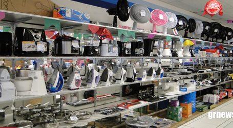 Pesquisa e atenção são requisitos fundamentais para consumidor comprar mais barato, afirma PROCON