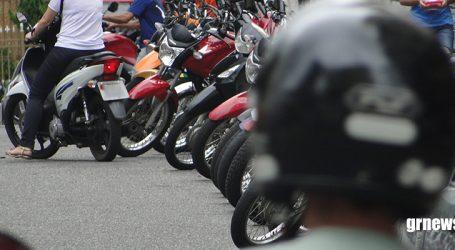 Corpo de Bombeiros destaca riscos de transportar objetos em motocicletas e dá dicas para prevenir acidentes