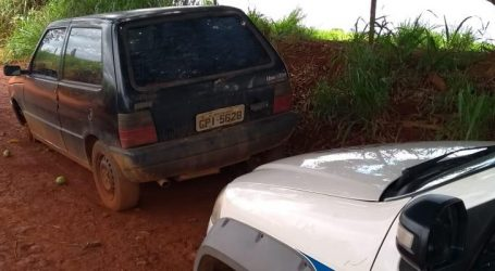 Carro furtado em Dores do Indaiá é abandonado na zona rural de Luz