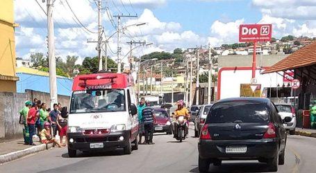 Três mulheres feridas em acidente envolvendo moto e pedestre na Avenida Alano Melgaço