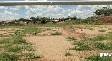Cidadãos reclamam de abandono e engenheiro garante que obras de reforma do Campo do Palmeiras serão retornadas