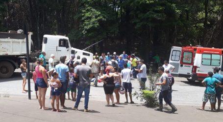 Motociclista tenta ultrapassagem pela direita, bate em carreta e morre em Divinópolis