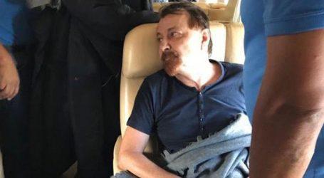 Na prisão, Battisti se diz mudado e doente