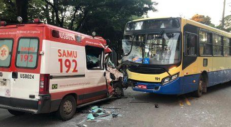 Ambulância do SAMU se envolve em acidente em Divinópolis